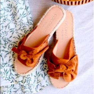 """Coconuts by Matisse """"Now or Never"""" Bow Sandals NIB"""